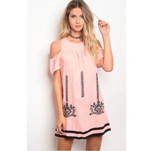 Dresses & Skirts - Last 1! 💕Cold Shoulder Dress